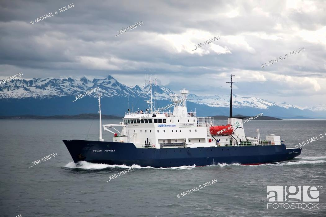 Imagen: Expedition ship Polar Pioneer operating from Ushuaia, Argentina to the Antarctic Peninsula in Antarctica, Southern Ocean  MORE INFO Lindblad Expeditions.