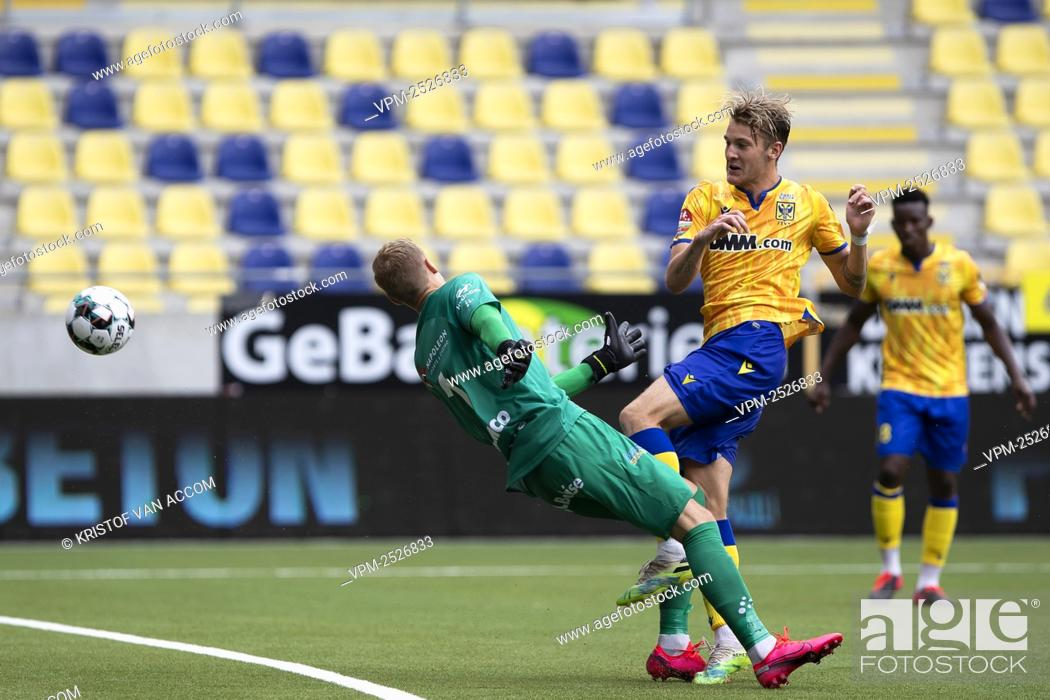 Imagen: STVV's Facundo Colidio scores a goal during the Jupiler Pro League match between STVV and KAA Gent, in Sint-Truiden, Sunday 09 August 2020.