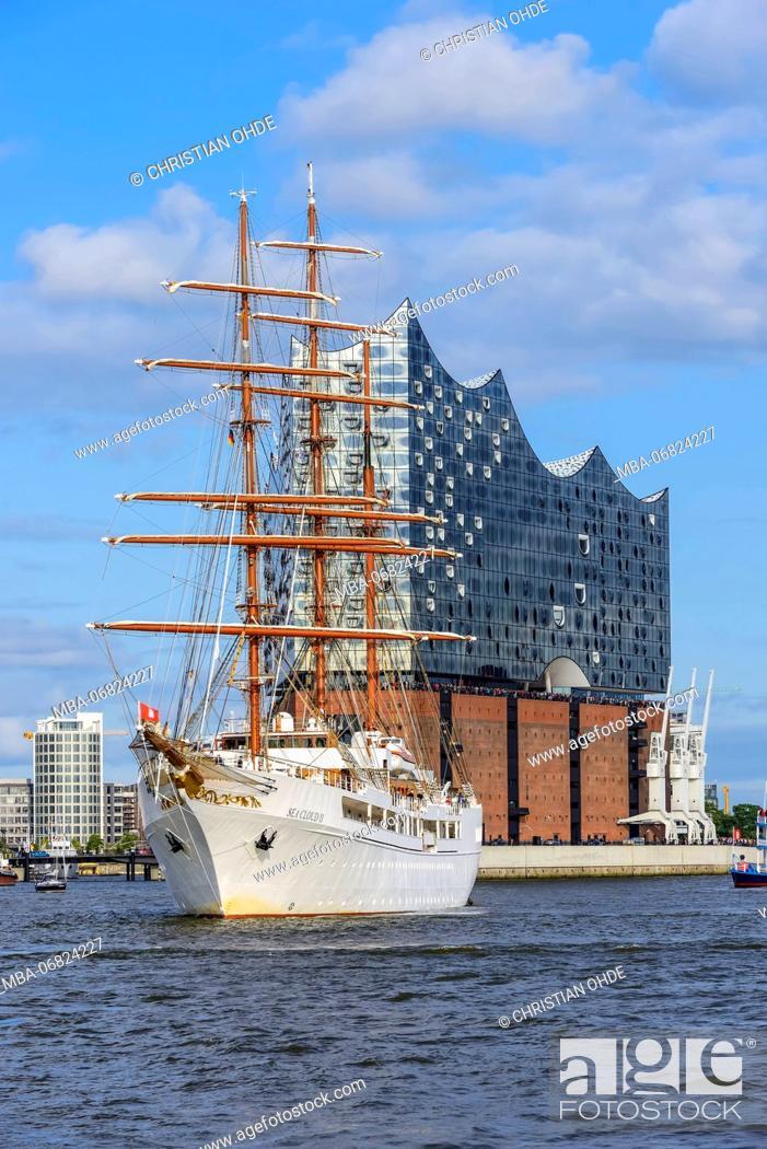 Stock Photo: Germany, Hamburg, Hamburg Harbor, Cruise Ship, Sailing Ship, Sea Cloud II, Elbphilharmonie.