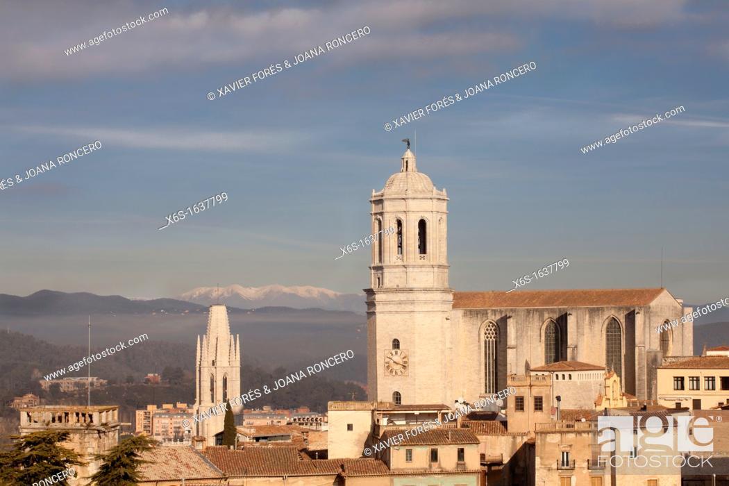 Stock Photo: Cathedral of Girona and Sant Feliu church at dusk, Girona, Spain.