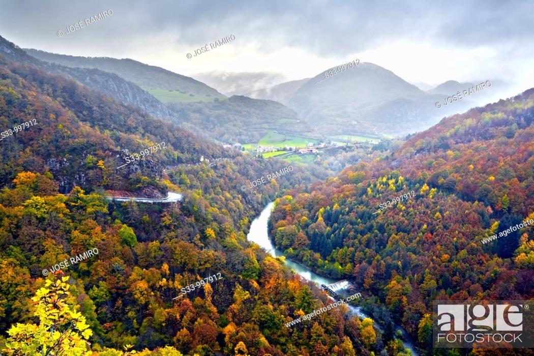 Stock Photo: Valle de Aezkoa y rio Irati  Navarra  España.