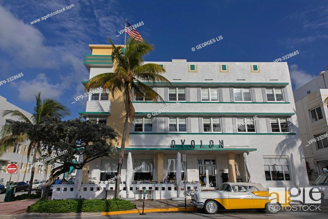 Imagen: old yellow car Avalon hotel Ocean drive.