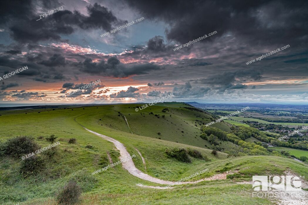 Imagen: Scattered clouds over the Fulking village and views towards truleigh hiill and the sea on the South Downs National Park from Devil's Dyke, Sussex, England.
