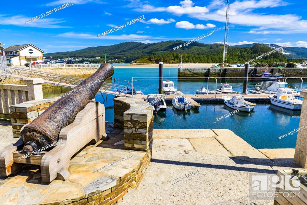 Stock Photo: Ancient canyon that defended the entrance to the estuary. fishing port of O Barqueiro, located in the municipality of Mañón and gives name to the estuary.