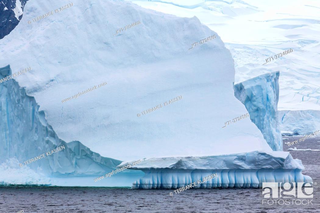 Imagen: Antarctica, Water sculpted icebergs in Antarctic Peninsula.