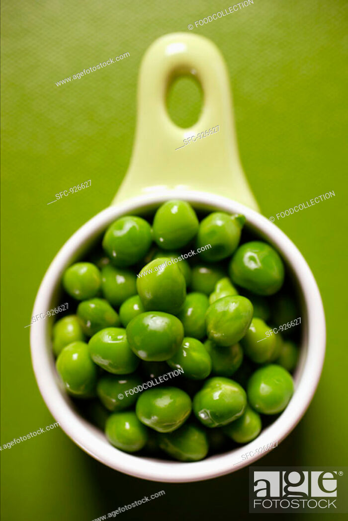 Stock Photo: Peas in small bowl.