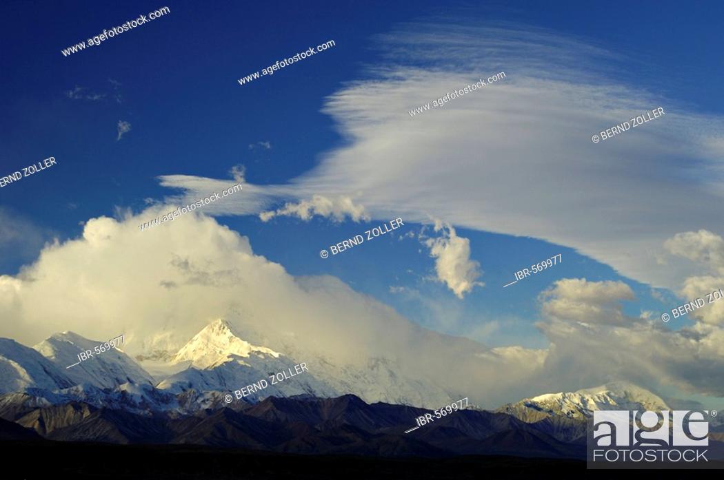 Photo de stock: Thunderclouds over the Alaska Range, Denali National Park, Alaska, USA, North America.