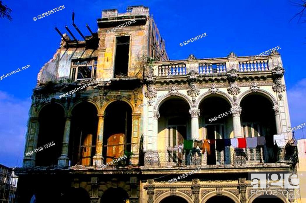 Stock Photo: CUBA, HAVANA, STREET SCENE, PASEO DE MARTI, COLONIAL HOUSE, LAUNDRY.