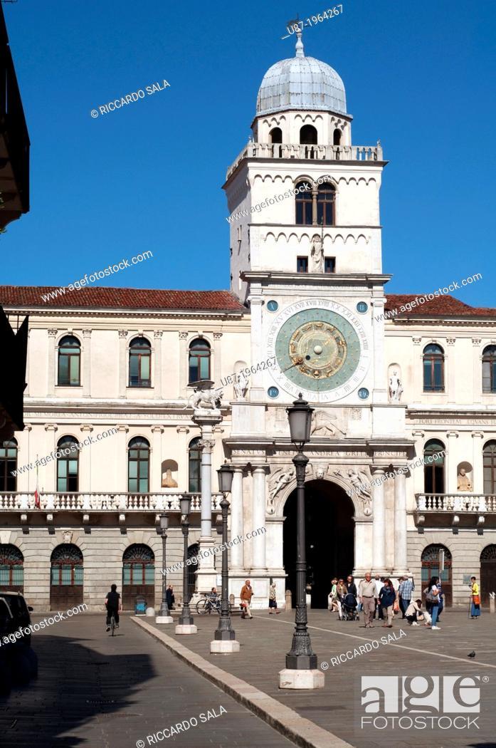 Stock Photo: Italy, Veneto, Padua, Piazza dei Signori Square, Palazzo Del Capitanio, Astronomical Clock Tower.