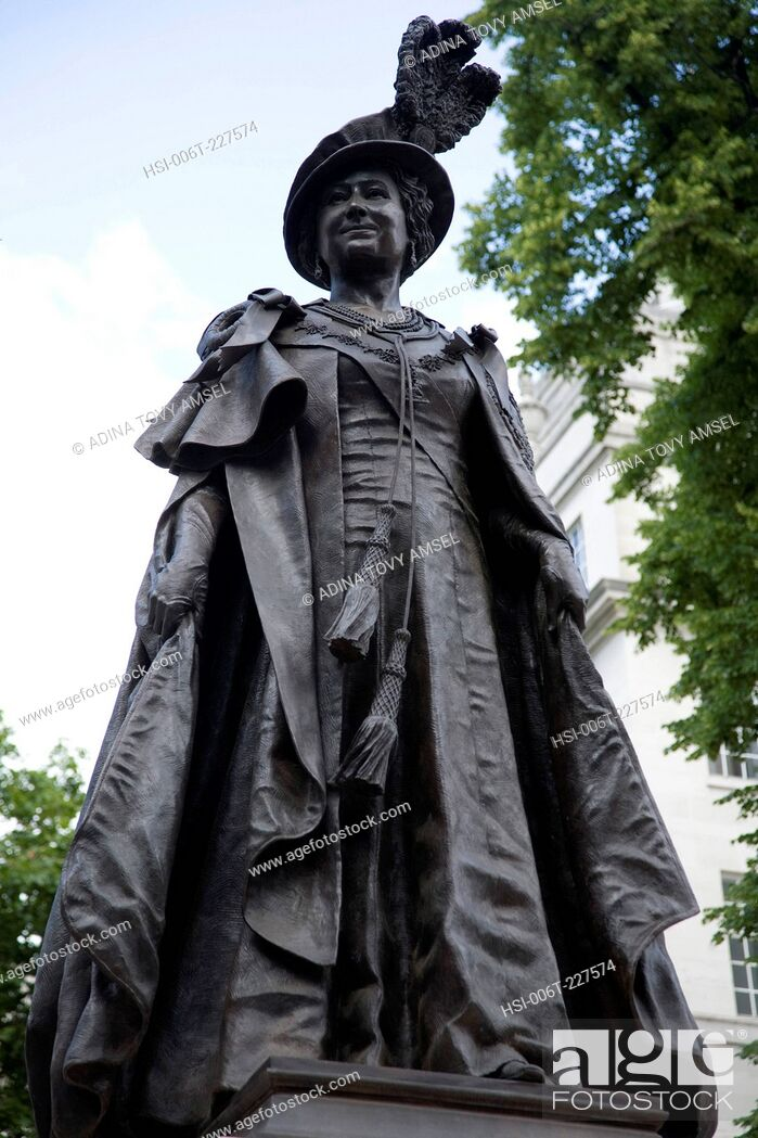 Stock Photo: Queen Elizabeth Memorial Statue 1900-2002. The Mall. London. England.