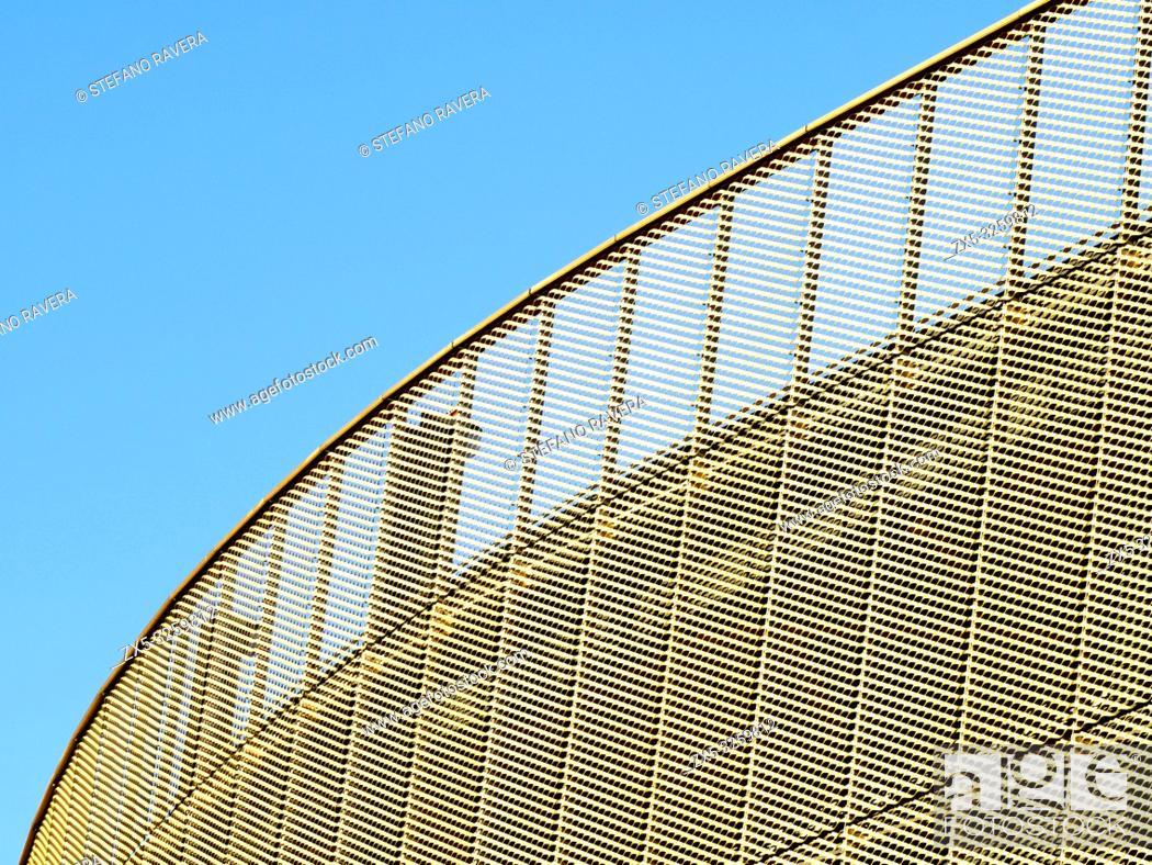 Photo de stock: Westfield Centre west facade in Stratford - East London, England.