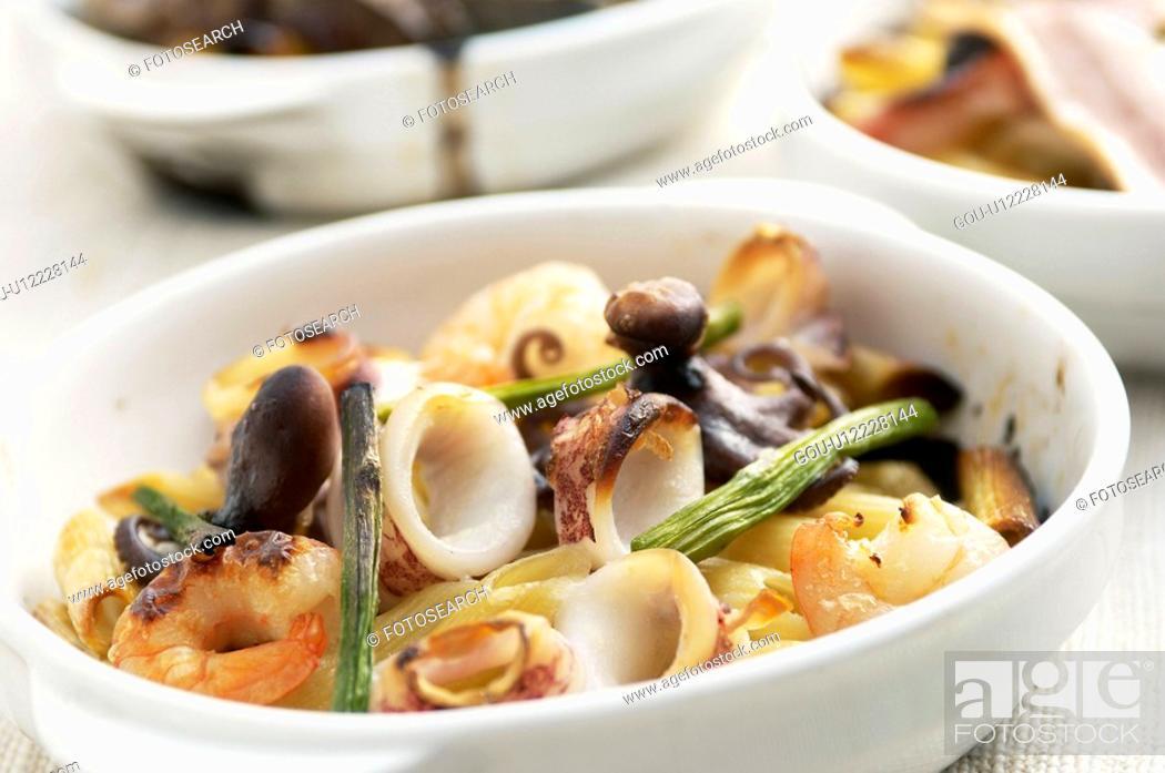 Stock Photo: Bowl of pasta.