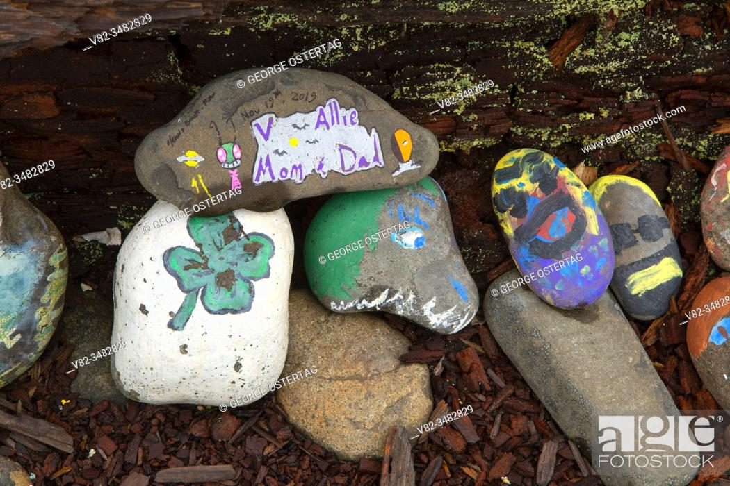 Stock Photo: Painted rocks, Painted Rock Beach, Seaside, Oregon.