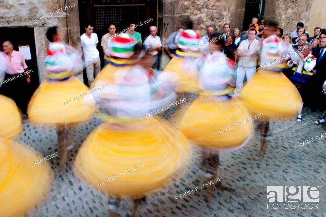 Stock Photo: Anguiano danzadores, Rioja, valle del Najerilla.