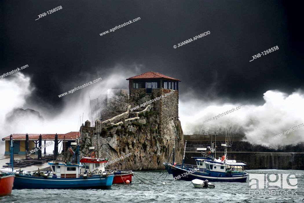Imagen: Castro Urdiales giant wave caused by a severe storm in the Bay of Biscay, one can see the hermitage of Santa Ana, surrounded by the wave.