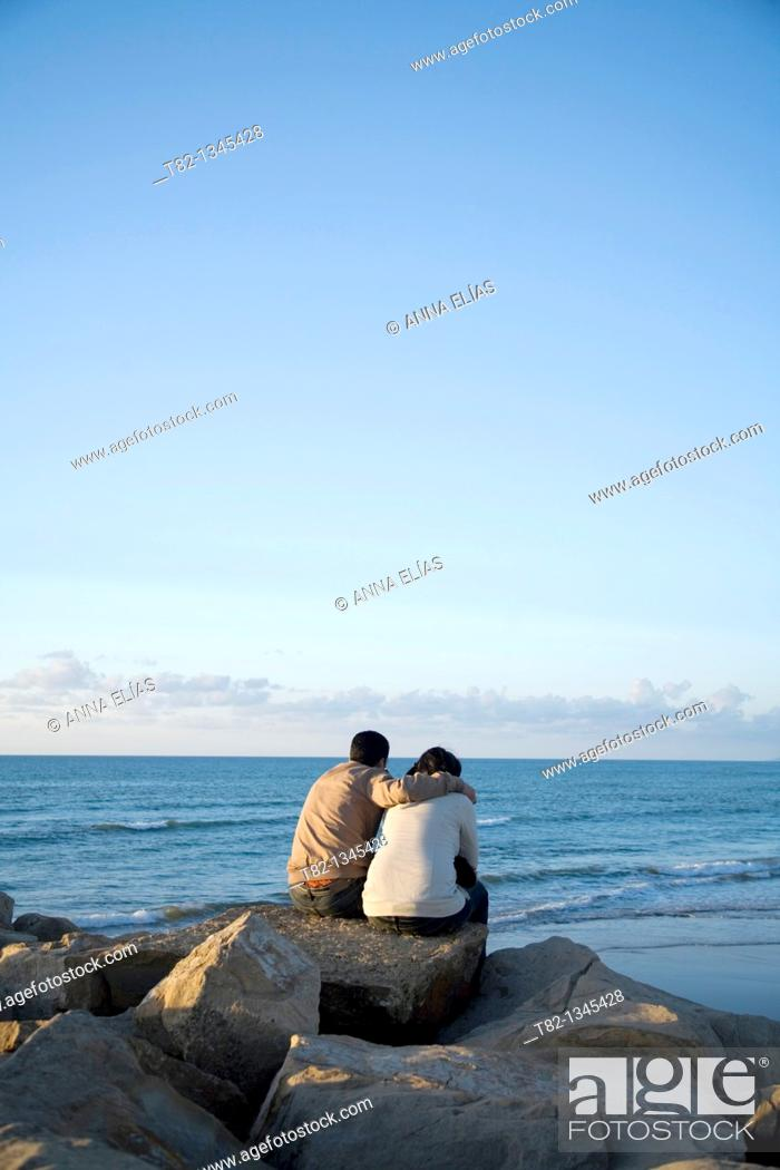 Stock Photo: Young couple sitting in front of the sea, Tangier, Morocco, Northern Africa.