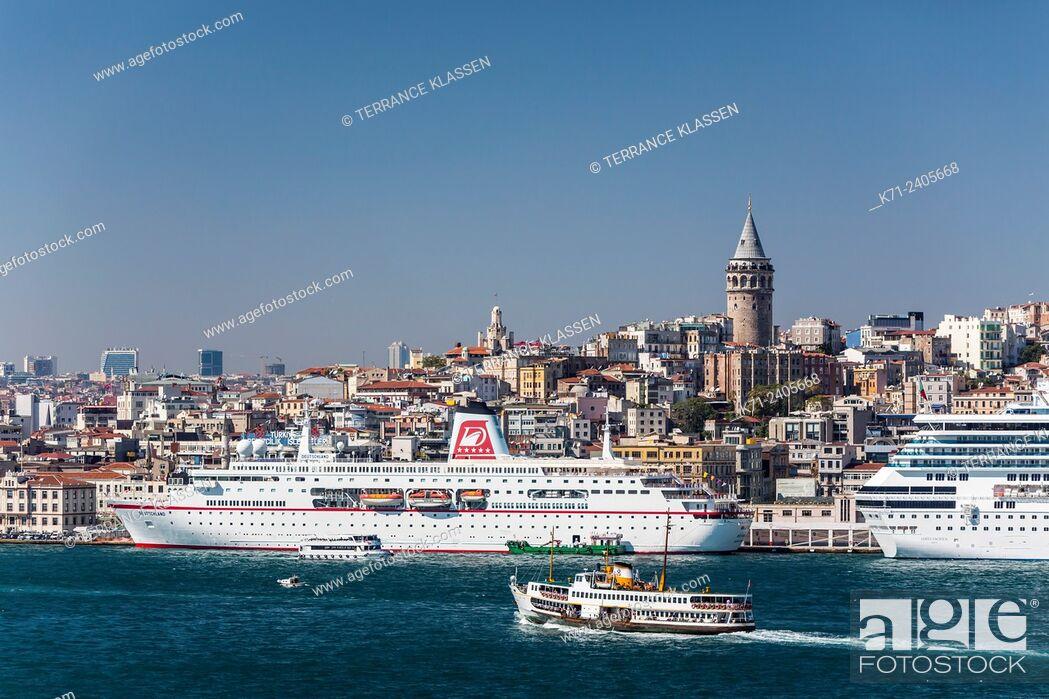Imagen: The Karakoy cruise ship port in Istanbul, Turkey, Eurasia.