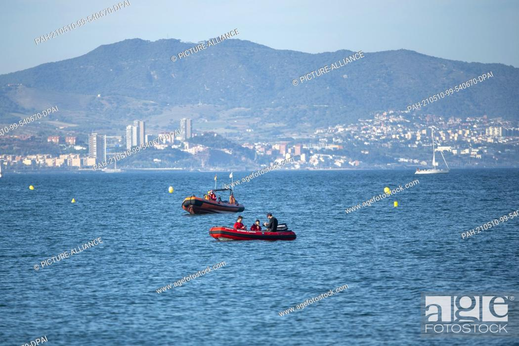 Stock Photo: 08 May 2021, Spain, Barcelona: Red Cross and Barcelona Fire Department personnel track the movements of a gray whale off the coast of Barcelona.