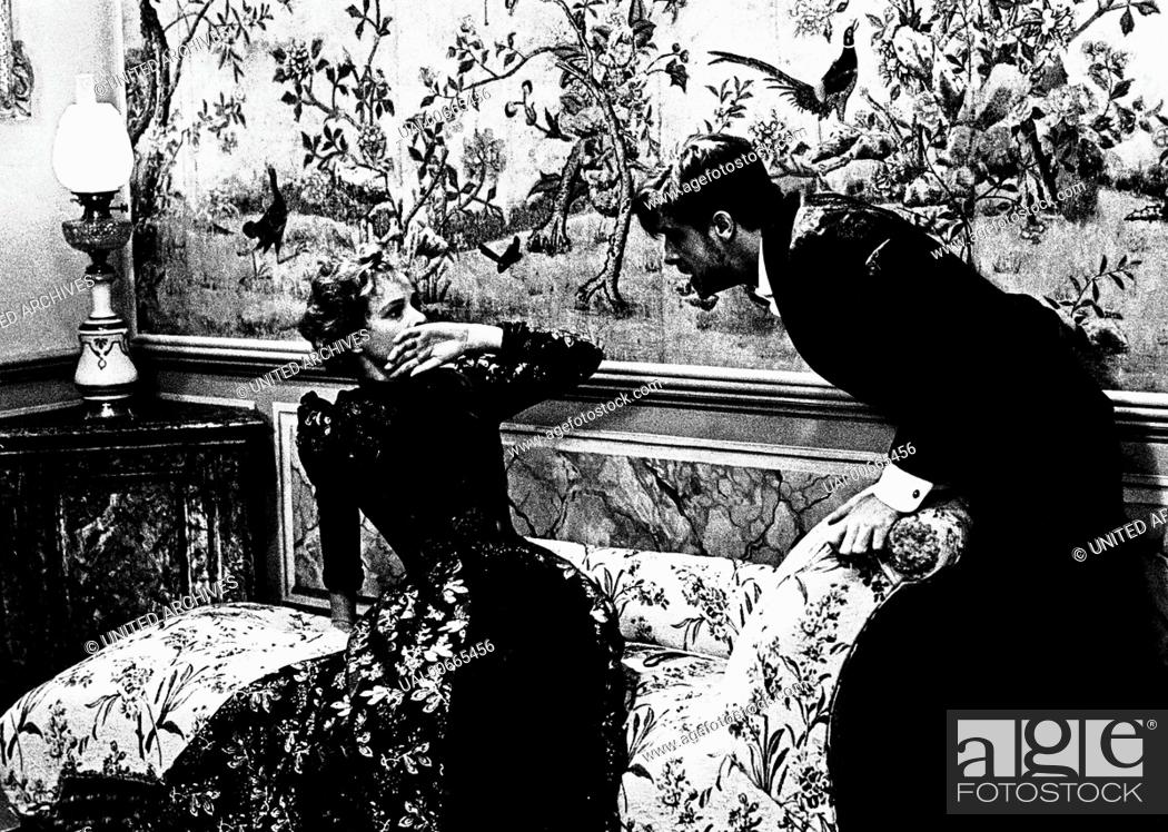 Stock Photo: LAURA ANTONELLI (Giuliana), GIANCARLO GIANNINI (Tullio) Film, Fernsehen, Drama, Literaturverfilmung, 70er Regie: Luchino Visconti aka.