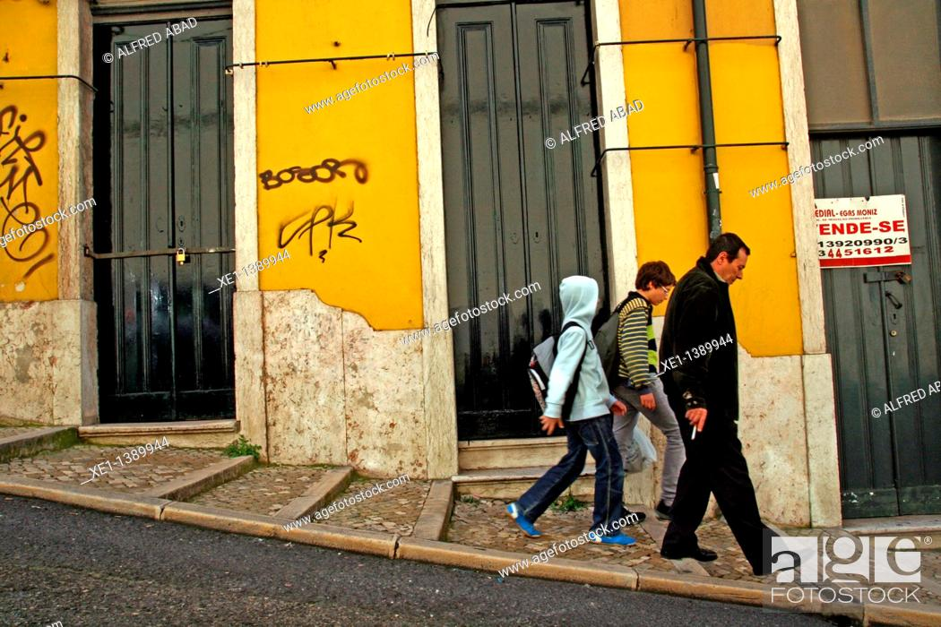 Stock Photo: portals, sloping street, Lisboa.