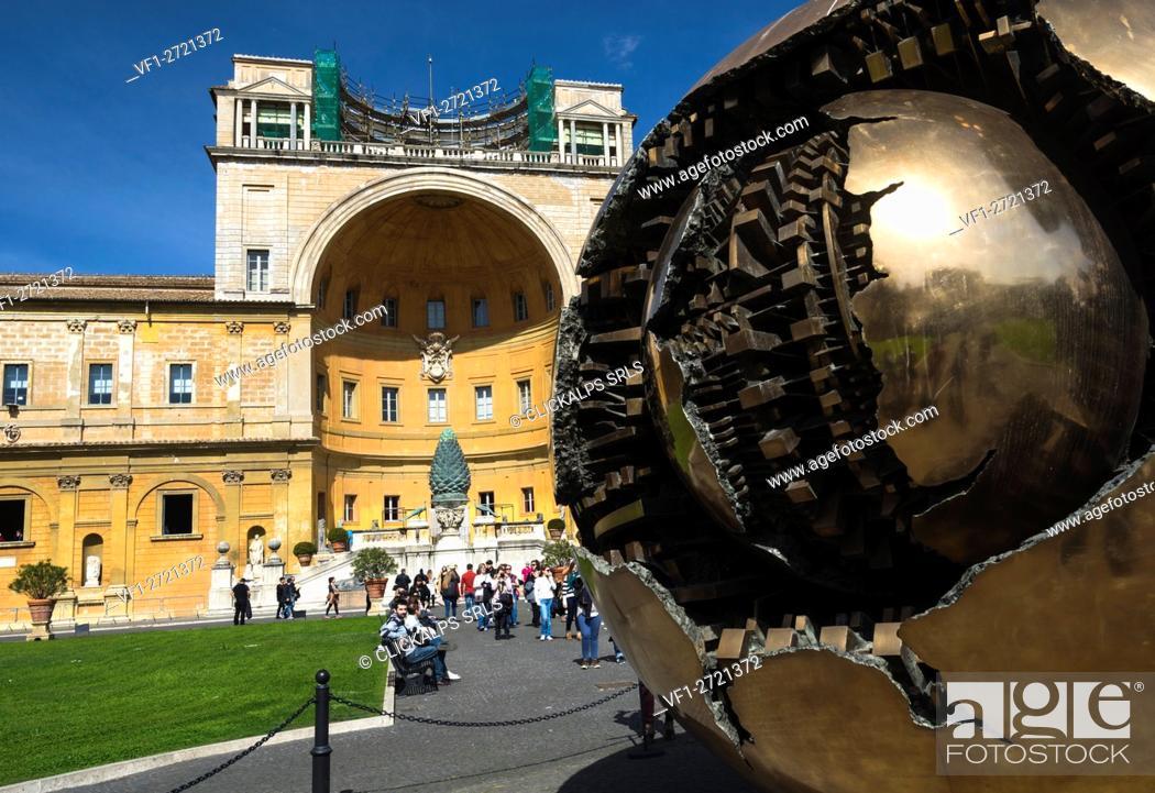 Imagen: Vatican City. The Sphere by Arnaldo Pomodoro at the Vatican Museum.