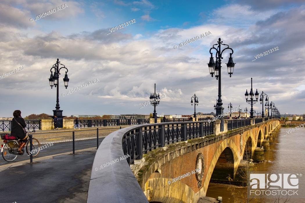 Stock Photo: Pont de Pierre. Stone Bridge & Garonne River. Bordeaux, Gironde. Aquitaine region. France Europe.