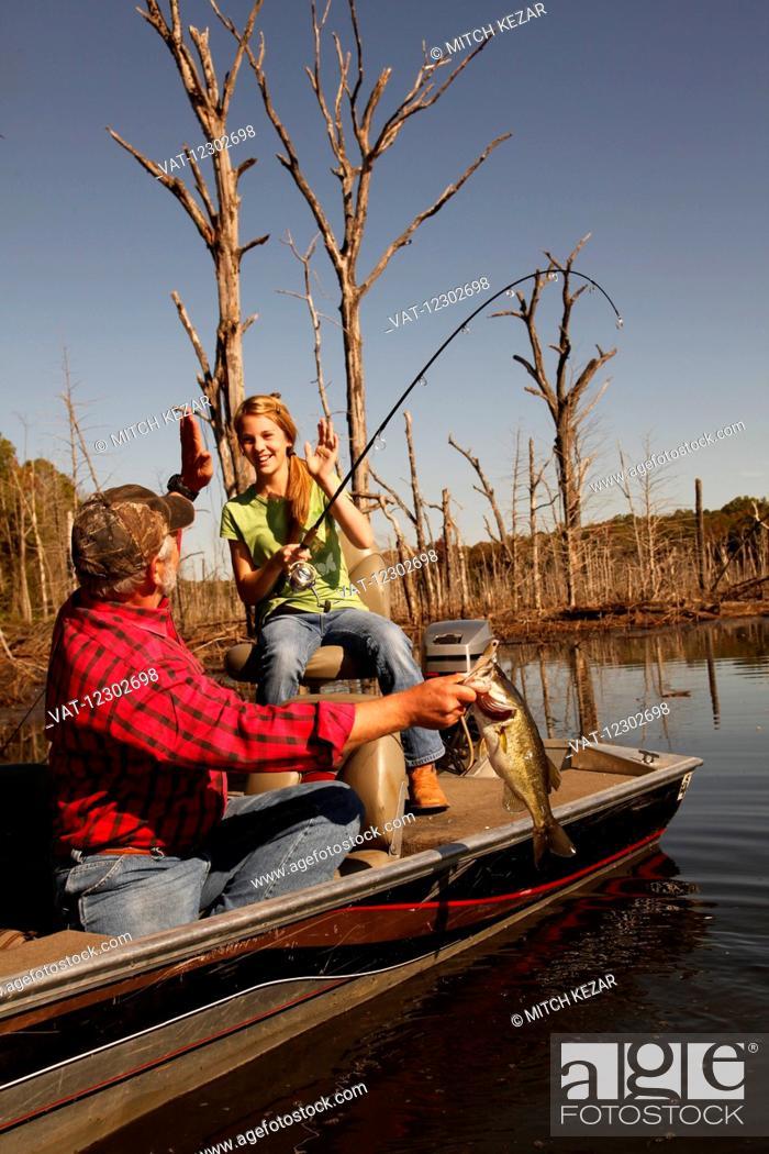 Imagen: Bass Fishing On Lake.
