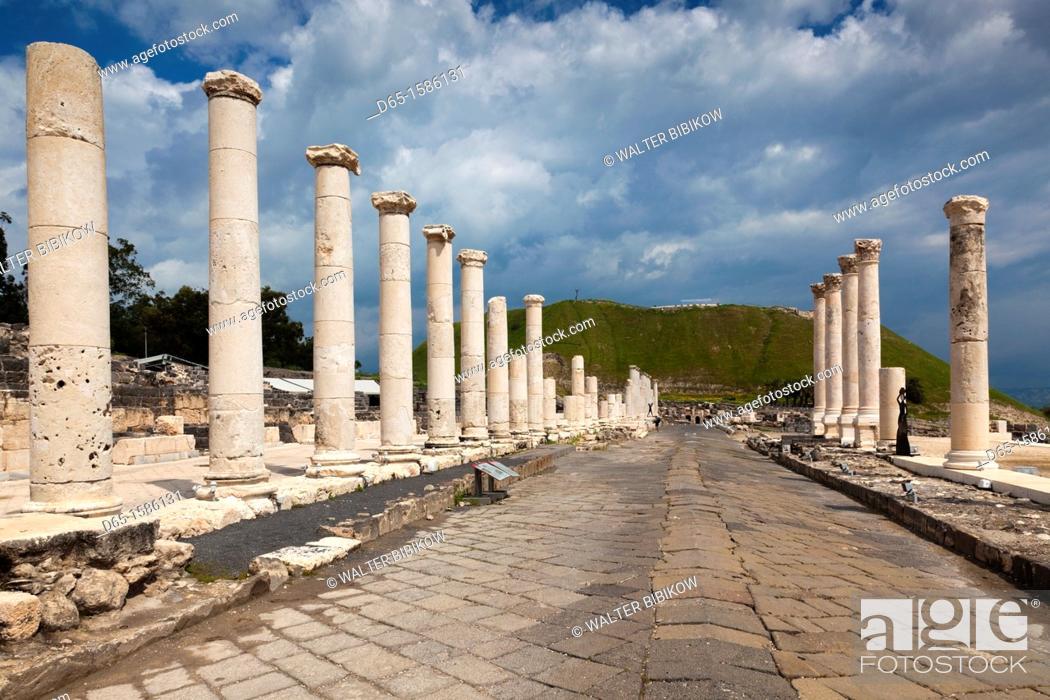 Stock Photo: Israel, The Galilee, Beit She-An, Beit She-An National Park, Roman-era ruins, Roman Street.