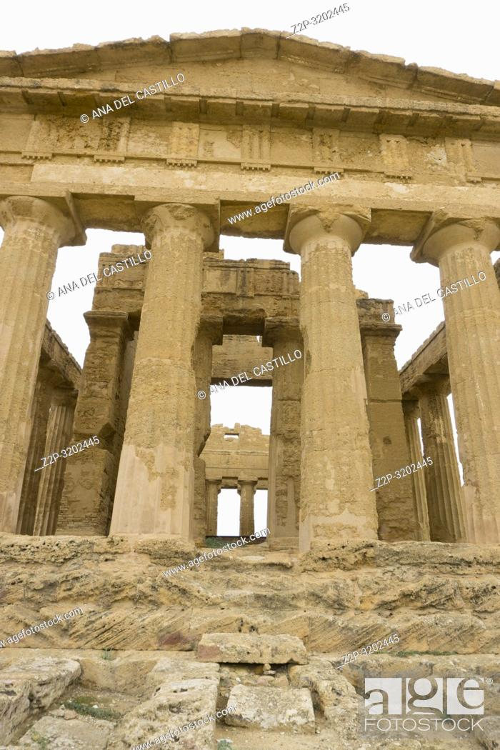 Imagen: Concordia temple in the Valley of the Temples, Agrigento Sicily, Italy.