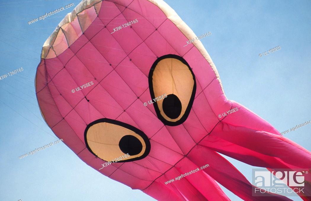 Stock Photo: europe, italy, umbria, castiglione del lago, international kites meeting, a huge octopus-shaped kite.