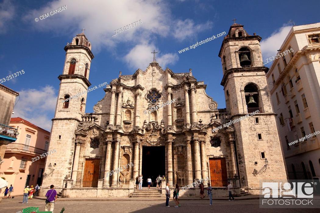 Stock Photo: Street scene from the Cathedral Square, Plaza de la Catedral, Havana Vieja, Havana, Cuba, West Indies, Central America.