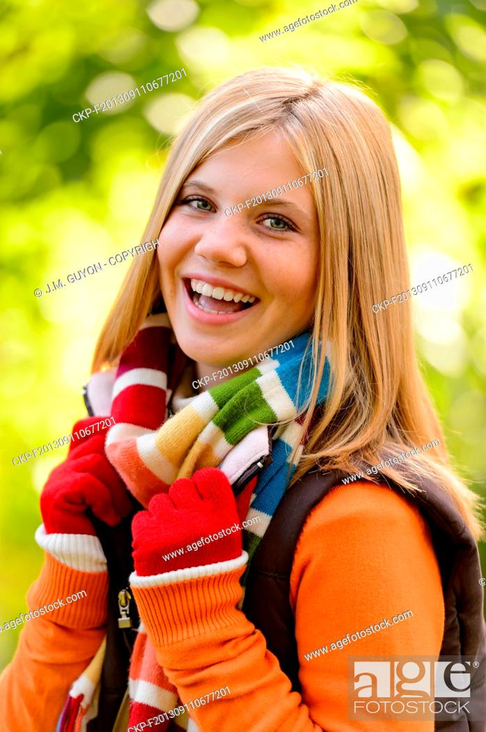 Imagen: Autumn happy girl fall smiling teenager colorful scarf.