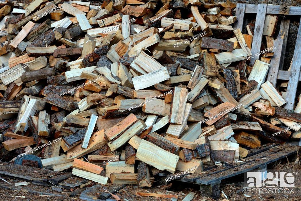 Imagen: Brennholz, Holz, Holzscheit, Holzscheite, gespalten, gespaltenes, Brennholzstapel.