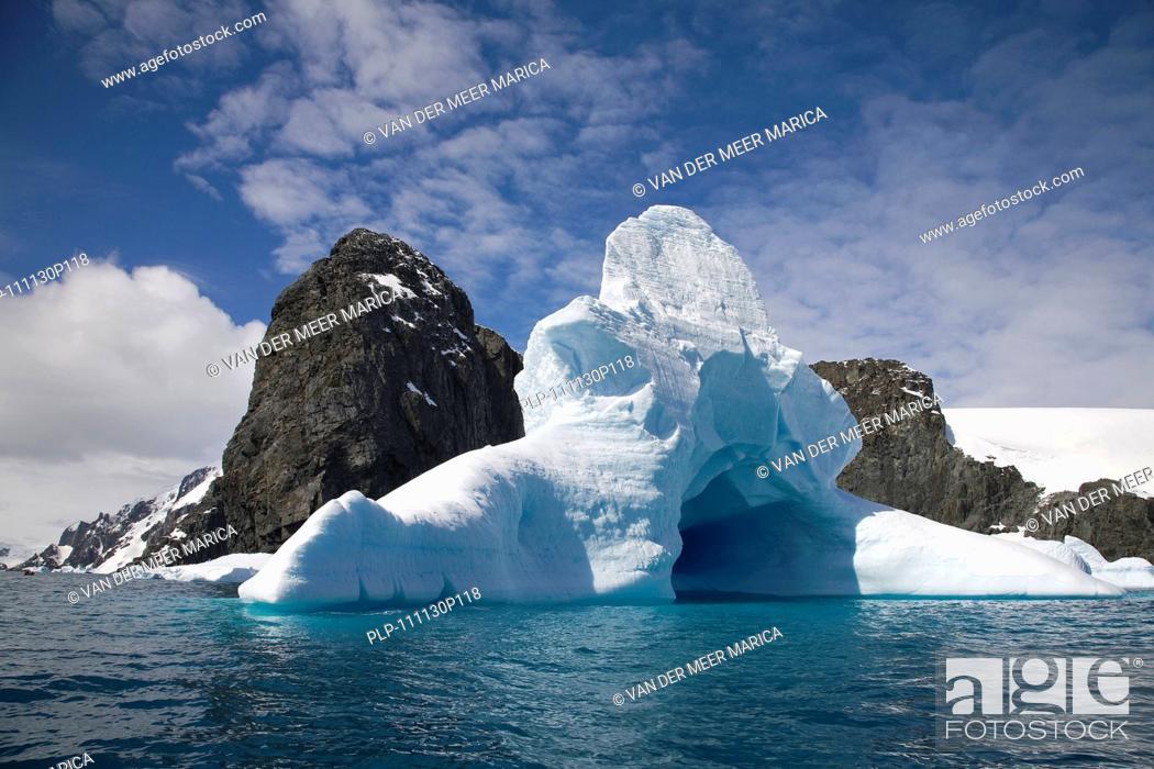 Imagen: Iceberg graveyard at Trinity Island, Antarctica.