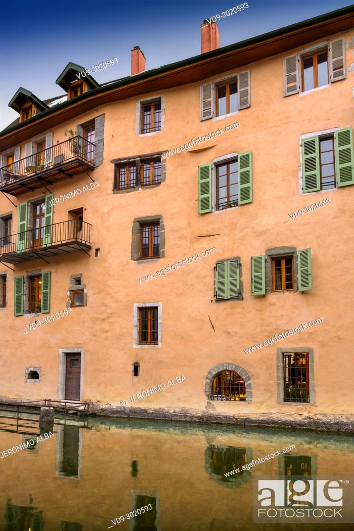 Stock Photo: Old building. Canal de Thiou, Annecy old town. Annecy, France, Haute-Savoie, Rhone-Alpes, Europe.