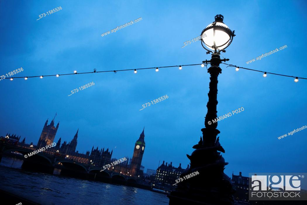 Stock Photo: Houses of Parliament at the Thames at night, London, England, Great Britain, Europe.