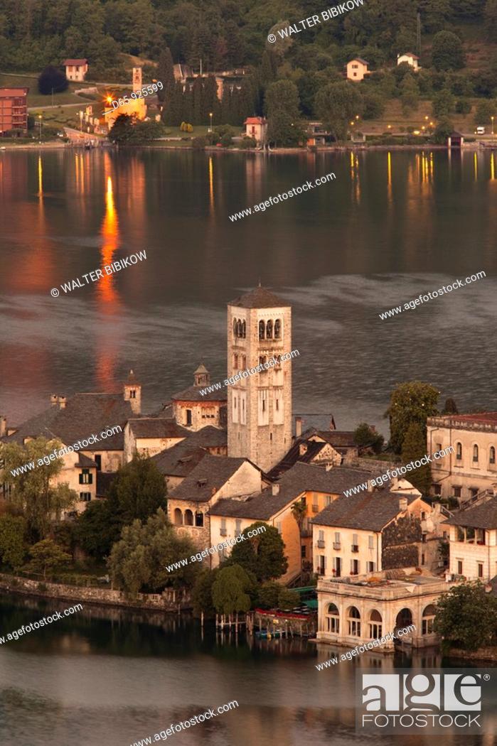 Stock Photo: Italy, Piedmont, Lake Orta, Orta San Giulio, Isola San Giulio island, high angle view, dawn.