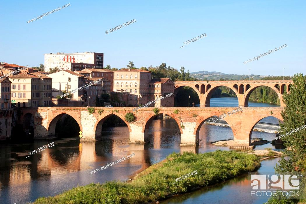Stock Photo: Bridge of 22th of August 1944 and the Pont Vieux (old bridge), Albi, Tarn, Midi-Pyrénees, France.