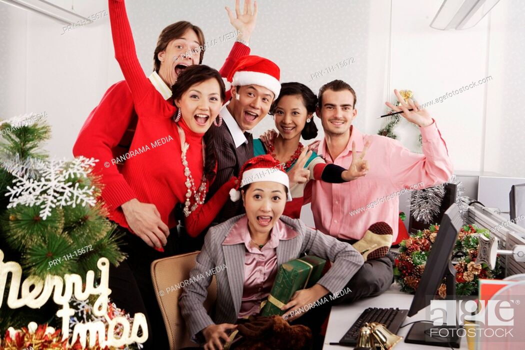 Imagen: Merry Christmas at office.