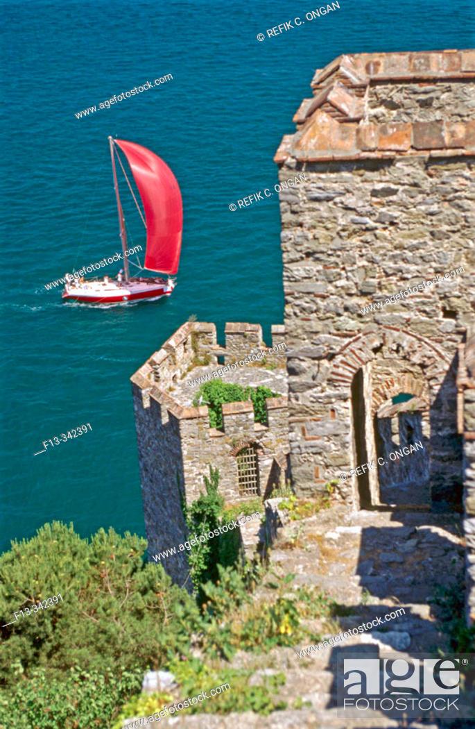 Stock Photo: Rumeli castle (ca. 1400 AD), Bosphorus, European side of Istanbul.