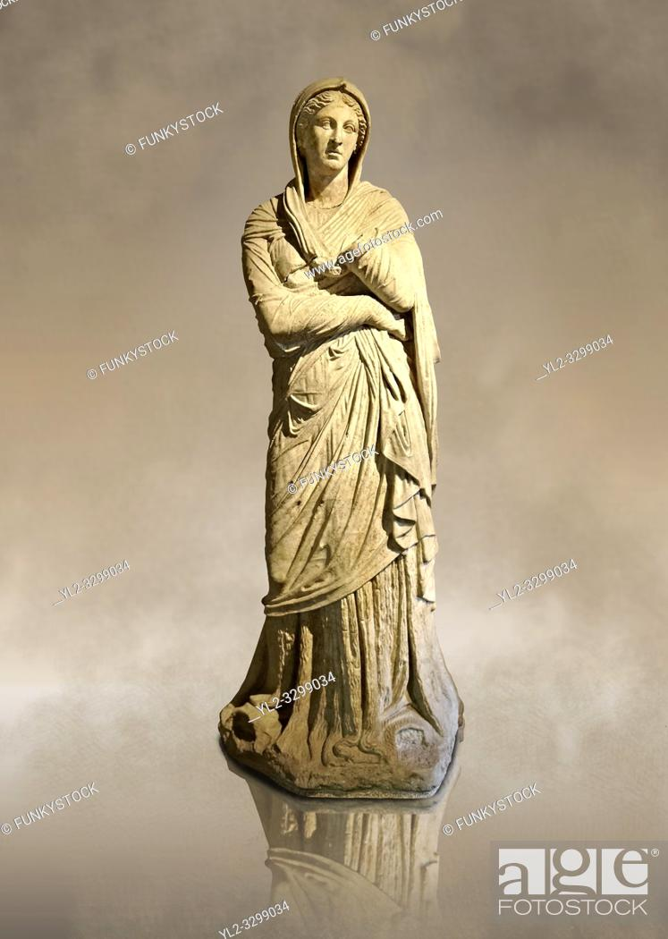 Imagen: Greek Late Hellenistic marble statue of Baeria, from Magnesia AD Maeandrum ( Menderes Manisasi ), temple of Athens, Turkey. Mid 1st cent. B. C.