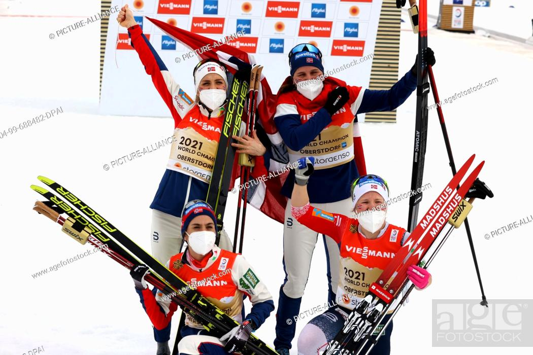 Stock Photo: 04 March 2021, Bavaria, Oberstdorf: Nordic skiing: World Championships, cross-country, relay 4 x 5 km, women. Team Norway (Tiril Udnes Weng, Heidi Weng.