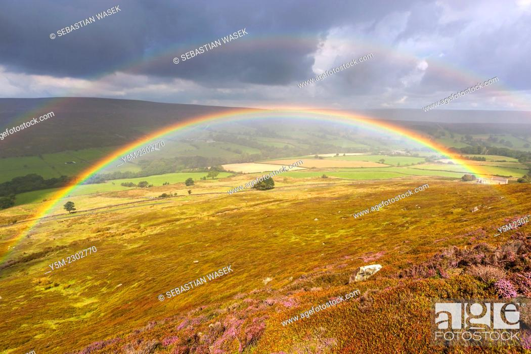 Imagen: Rainbow over moors near Westerdale, North York Moors National Park, North Yorkshire, England, United Kingdom, Europe.