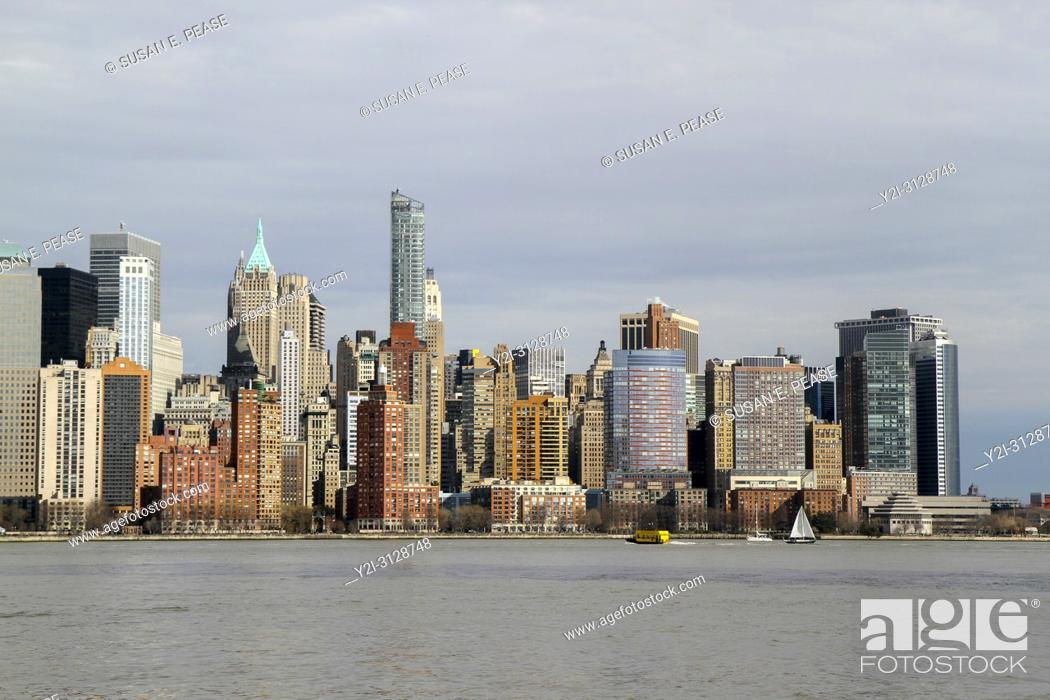 Stock Photo: A view across the Hudson River to Lower Manhattan, New York, New York, United States.