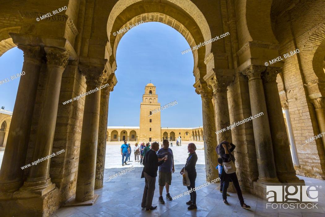 Imagen: Portico with columns. Great Mosque of Kairouan or Mosque of Uqba. Kairouan, Tunisia, Africa.