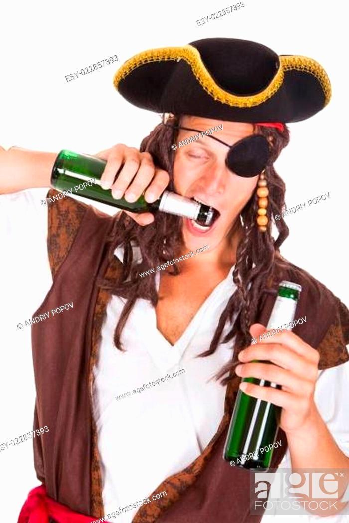 Imagen: Pirate Drinking Beer.