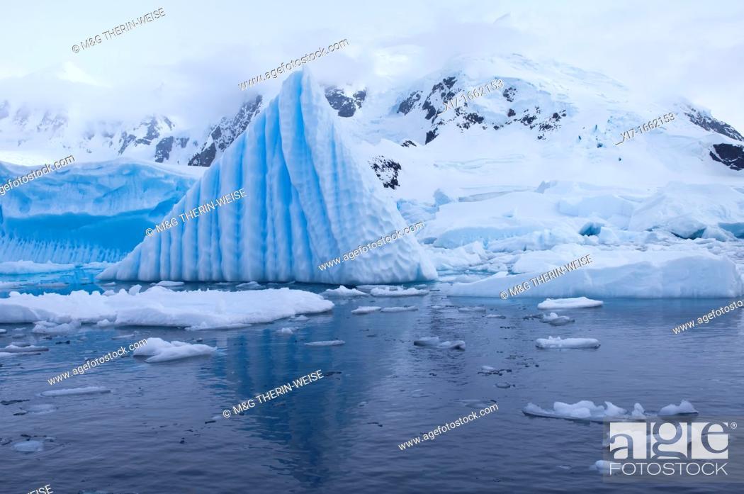 Imagen: Bahia Paraiso Paradise Bay, Ice Formation, Antarctic Peninsula.