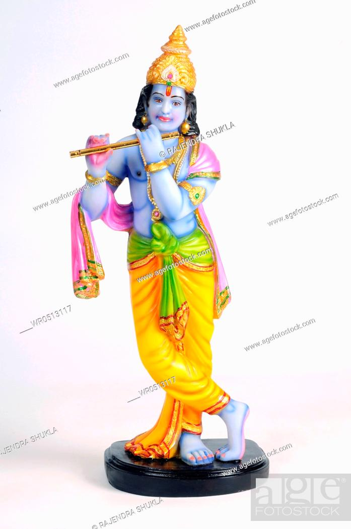 Imagen: Statue of lord krishna playing flute , India.