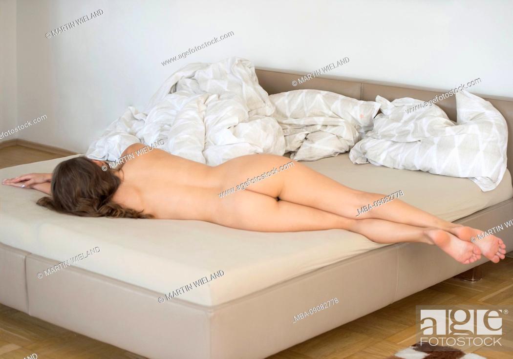 Stock Photo: Woman, 20-30 years, lying, bed.