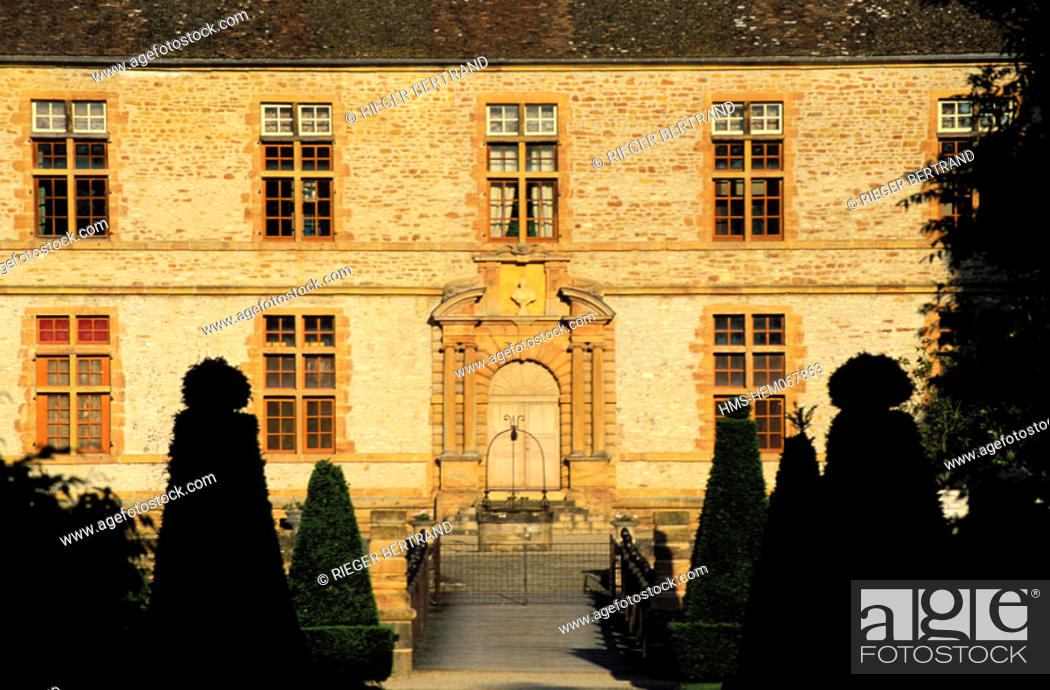 Stock Photo: France, Saône-et-Loire (71), Mâconnais region, Cormartin castle, the eastern facade.